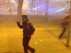 Gases lacrimogenos contra el pueblo! DIGNIDAD DONDE? #MarchasDignidad22M #Dignidad22M #AcampadaRecoletos #22M pic.twitter.com/vemaIOLrkG