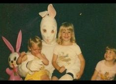 Honestly, why would you think this costume is a good idea? Funny Easter Pictures, Weird Pictures, Easter Bunny Costume, Creepy Vintage, Awkward Family Photos, Bad Santa, Easter Story, Very Scary, Fathers Love