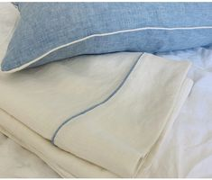 linen bed sheets with piping Linen Duvet, Linen Fabric, Best Linen Sheets, Bedroom Design Inspiration, Romantic Room, King Sheets, King Pillows, Bed Sheet Sets, Bed Sizes