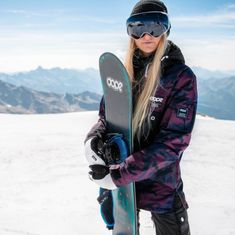 The best snowboards for adventurous women - Outdoor Click Snowboarding Women, Snowboarding Quotes, Snowboarding Outfit, California Ski Resorts, Winter Senior Pictures, Best Snowboards, Skiing Quotes, Snowboard Equipment, Snowboard Girl