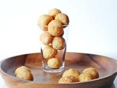 Pao de queijo - Brazilian cheese puffs / rolls