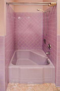New Bathroom Ideas, Simple Bathroom, Vintage Bathrooms, Pink Bathrooms, Grand Art, Chill Room, Pink Houses, Aesthetic Rooms, House Goals