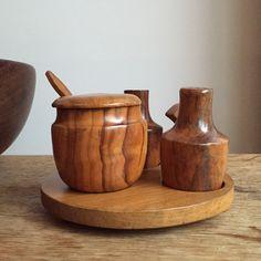 Een persoonlijke favoriet uit mijn Etsy shop https://www.etsy.com/nl/listing/257115369/wooden-salt-and-peppershaker-set-with