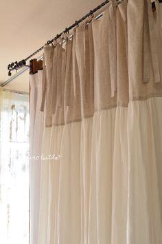 【リノモデラ グレー&ホワイト】 サイズW130cm×H250cm ¥36,000 トップとボトム、色の対比とフォルムがとても上質で美しいリネンカーテン。 ゆったりむすべるようにリボンを長くしてあります。上部はフラット、下部はたっぷりギャザー。リボンを付けることによってお部屋がエレガントに!