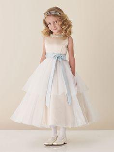 Adorable flower girl dress.