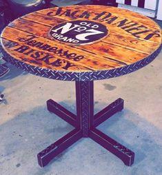 Jack Daniels Old # 7 Spool Top Bar Table Jack Daniels Old # 7 Sp . Wooden Spool Tables, Wooden Cable Spools, Wood Spool, Spool Crafts, Pallet Crafts, Jack Daniels, Decoration Restaurant, Decoration Vitrine, Diy Furniture