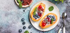 Take your raw vegan breakfast game to new heights when you set sail on the seas of deliciousness with these yogurt filled papaya boats.