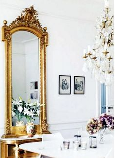 Furniture:Extraordinary Place Room Ideas With White Wall Ceiling And Pendantlamp There The By Side Golden Mirror Potflower And Golden Chest . Home Living, My Living Room, Beautiful Mirrors, Beautiful Homes, House Beautiful, Ideas Vintage, Vintage Style, Vintage Mirrors, Living Room Mirrors