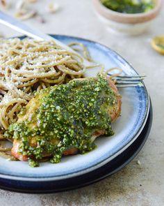 Pistachio Pesto Chicken with Whole Wheat Spaghetti Recipe Whole Wheat Spaghetti, Spaghetti Dinner, Spaghetti Squash, Coconut Quinoa, Pistachio Pesto, Clean Eating, Healthy Eating, Spaghetti Recipes, Pesto Chicken