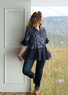 59cac217 Feminine navy floral top with ruffle, rayon, linen, navy blue, girly, Large,  upcycled clothing for women, babydoll look