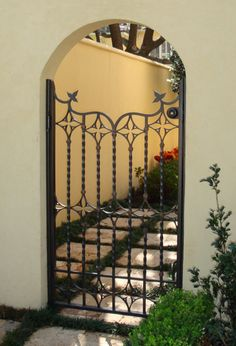 Wrought Iron Fence Gates- photo gallery of wrought iron ornamental fences and decorative gates, get ideas for entrance gates, driveway gates, garden gates, custom fences. Iron Fence Gate, Iron Garden Gates, Wrought Iron Fences, Fence Gates, Front Gates, Entrance Gates, Copper Ceiling Fan, Gate Decoration, Courtyard Entry
