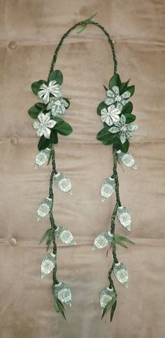 Beautiful money lei made with money flowers and money leaves. Perfect for graduations, weddings, and more! Dollar Bill Origami, Money Origami, Dollar Bills, Dollar Lei, Diy Money Lei, Fun Origami, Dollar Money, Origami Folding, Origami Paper