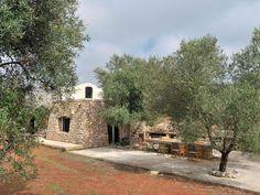 l'architetto Marco Costanzi e la moglie Francesca cercano di tornare alla loro pajara (costruzione agricola in pietra a secco) il più spesso possibile. La casa è edificata con una tecnica che risale alla notte dei tempi.