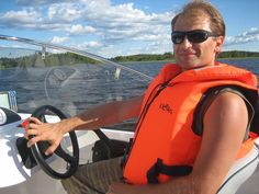 Water Taxi in Tampere  Pyhäjärvi and Näsijärvi Lakes    Would you like to experience the fascinating scenery of Tampere and Viikinsaari island, where one can enjoy breathtaking views, hiking trails, lake beaches, swimming, water skiing, mini golf, volleyball, outdoor dining, dancing, spa and sauna at the Eden Hotel or Viinikanniemi camping site, and much much more?