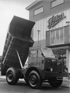 Foden Trucks was a British truck and bus manufacturing company which has its origins in Sandbach, Cheshire in PACCAR acquired the company in and ceased to use the marque name in Antique Trucks, Vintage Trucks, Classic Trucks, Classic Cars, Benne, Old Lorries, Road Train, Heavy Machinery, Bizarre