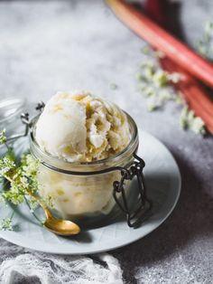 Raparperi-jogurttisorbetti (V, GF) – Viimeistä murua myöten Panna Cotta, Pudding, Ethnic Recipes, Desserts, Food, Tailgate Desserts, Dulce De Leche, Deserts, Custard Pudding