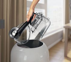 Superior cleaning with powerful suction. Light bagless vacuum cleaner suitable for big homes. Ideal for tiles, carpet and wooden floors.