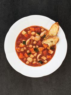 Minestrone à la tomate #minestrone #tomate #soupe #ricardo Soup Recipes, Healthy Recipes, Healthy Food, Ricardo Recipe, Bowl Of Soup, The Breakfast Club, Chana Masala, Soups And Stews, Sweet Recipes