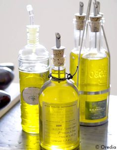 10 recipes of surprising oils and vinaigrettes - Elle à Table Olives, Brewing Equipment, Home Brewing, Chutney, No Cook Meals, A Table, Whiskey Bottle, Fragrance, Ose