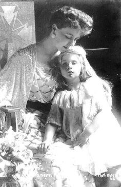 """Queen Marie with Princess Maria (""""Mignon"""") of Romania, future Queen of Yugoslavia. Romanian Royal Family, Greek Royal Family, Queen Victoria Prince Albert, Princess Victoria, History Of Romania, Princess Alexandra, Young Prince, Queen Mary, Kaiser"""
