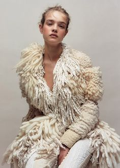 A Larger Than Life Sweater Coat…. Natalia Vodianova in Balenciaga A Larger Than Life Sweater Coat…. Natalia Vodianova in Balenciaga Natalia Vodianova, Look Fashion, Fashion Design, Knit Fashion, High Fashion, Winter Fashion, Fashion Women, Fringe Fashion, Knitwear Fashion