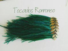 """Otra versión """"hombreras plumas""""  #tocadosronroneo #invitadaperfecta #invitada #hombrerasdeplumas #hombrerasdecorativas"""