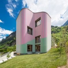 World Architecture Community News - Daniel Buren, Davide Macullo, with Mario Cristiani, Galleria Continua, built this house as public art Lugano, Home Design Decor, House Design, Cafe Design, Home Decor, Therme Vals, Le Bristol Paris, Swiss House, Residential Building Design
