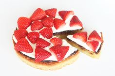 Strawberry cake (Awesome blog with cakes, cookies, icecreams and sweets)