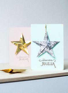 Tässä vielä toinen setti viikonlopun korttipajan tuotoksia. Kuvat nyt ovat mitä ovat, mutta pääasia, että idis selviää.  Kortteihin taittelin origamitähdet erilaisista papereista. Väritys saattaa jonk Nordic Christmas, Christmas Diy, Merry Christmas, Hobbies And Crafts, Diy And Crafts, Diy Cards, Christmas Cards, Contemporary Christmas Trees, Origami