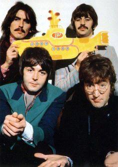 The Beatles featuring Paul McCartney George Harrison John Lennon and Ringo Starr Pop Rock, Rock And Roll, Beatles Love, Les Beatles, Beatles Photos, Beatles Museum, Beatles Poster, Beatles Guitar, Beatles Songs