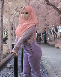 Girl in Hijab I will love to meet you and marry you Hijabi Girl, Girl Hijab, Beautiful Muslim Women, Beautiful Hijab, Hijabs, Muslim Fashion, Hijab Fashion, Big Fashion, Womens Fashion