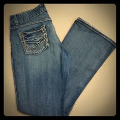 BKE women's SZ 32 33 1/2 boot cut jeans BKE women's SZ 32 33 1/2 boot cut jeans. Med light wash stretch jeans do have some wear on the bottoms some stings that can be trimmed. But still in good used condition. BKE Jeans Boot Cut