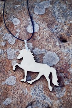 """Tölt"" wooden necklace by EYELOVE HORSES"