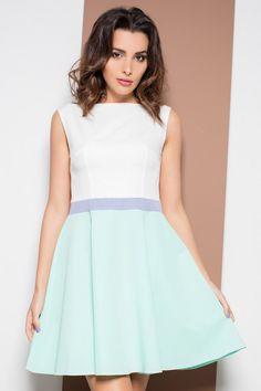 Biało zielona sukienka z rozkloszowanym dołem