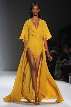 Haute Couture 2012 by Elie Saab Maxi Dress With Slit, The Dress, Dresses With Sleeves, Vestidos Fashion, Style Feminin, Elie Saab Spring, Yellow Fashion, Mellow Yellow, Yellow Dress