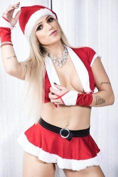 3.dez.2015 - Vice Miss Bumbum 2015, a modelo Camila Gomes posou vestida de Mamãe Noel em um ensaio sensual. Confira a seguir mais fotos dessa Mamãe Noel pra lá de sexy