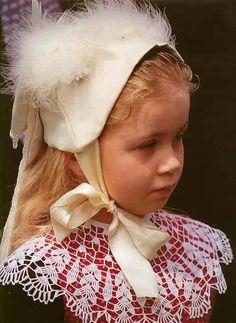Breton girl   Pays Rouzig - Châteaulin - Costume d'enfant