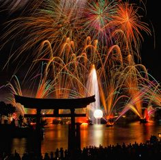 EPCOT Center - 71 Seconds of Fireworks Friday | Flickr - Photo Sharing! @Cory Brine Disbrow