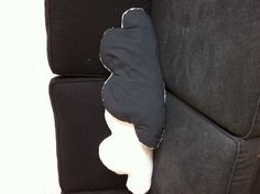 Coussins nuage, une face fausse fourrure blanche et l'autre grise (drap recyclé)