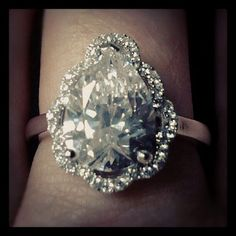 Love the flower-style halo on the pear cut.