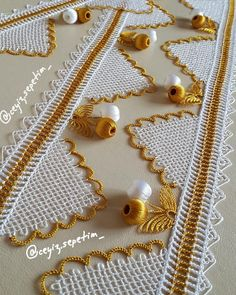 Hayırlı Haftasonları dilerim.😊 fiyat bilgisi için Dm'den ulaşabilirsiniz👍 KESİNLİKLE ALINTI YAPARAK SAYFANİZDA PAYLAŞMAYIN Crochet Lace Edging, Crochet Borders, Crochet Stitches, Crochet Patterns, Needle Lace, Needle And Thread, Moda Emo, Scarf Styles, Sewing Hacks