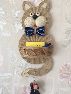 Burlap Crafts, Wreath Crafts, Diy Home Crafts, Yarn Crafts, Felt Crafts, Arts And Crafts, Paper Crafts, Burlap Wreath, Sisal