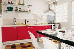 Cores intensas nos armários da cozinha