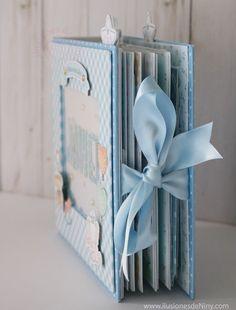 Mini Albums Scrap, Mini Scrapbook Albums, Free Scrapbook Paper, Diy Gifts For Grandma, Baby Record Book, Baby Mini Album, Baby Girl Scrapbook, Mini Album Tutorial, Scrapbook Designs