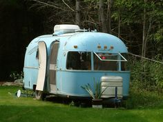 The largest Airstream trailer & Airstream motorhome enthusiasts community online. Our goal is to share knowledge about everything Airstream related. Find info on Airstream repairs, parts, restoration & even Airstream trailers and motorhomes for sale! Tiny Trailers, Vintage Campers Trailers, Retro Campers, Vintage Caravans, Camper Trailers, Airstream Campers, Old Campers, Vintage Rv, Vintage Airstream