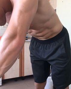 Даже не дома следим за объемами и практикуем вакуум ежедневно! @shredded.union @mostshredded @aura_kostroma @gym.heaven  #vacuum #trip #moscow #vacation #muscle #abs #competition #sport #body #bodybuilding #ifbb #athlete #sportsman #aesthetic #awesome #спортсмен #вакуум #отдых #диета #отпуск #соревнования #бодибилдинг #фигура #пресс #спорт