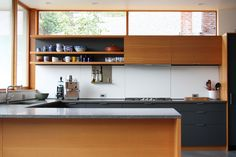 Contemporary Kitchen Design Ideas With Minimal Kitchen Design Also Long Kitchen Shelves Combine With Wooden Kitchen Cabinet Also Gray Marble. Long Kitchen, New Kitchen, Kitchen Decor, Kitchen Grey, Kitchen Modern, Kitchen Layout, Kitchen Colors, Kitchen Ideas, Minimal Kitchen Design