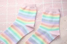 Pastel socks are the new trend under the Pastel & Hipster Style, as they easily go matching with a pastel outfit complimenting the outfit as well. Harajuku Fashion, Kawaii Fashion, Lolita Fashion, Cute Fashion, Rainbow Socks, Rainbow Outfit, Pastel Outfit, Aesthetic Fashion, Aesthetic Clothes