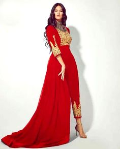 Red Gold embossing on Red Velvet. Source by dresses afghani clothes Simple Dresses, Pretty Dresses, Formal Dresses, Afghan Wedding Dress, Modest Fashion, Fashion Dresses, Afghani Clothes, Outfits Fiesta, Afghan Girl