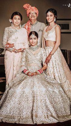 Sikh Bride, Sikh Wedding, Wedding Suits, Indian Gowns Dresses, Bridal Dresses, Sabyasachi Bride, Indian Wedding Photography Poses, Bridal Poses, Indian Bridal Outfits